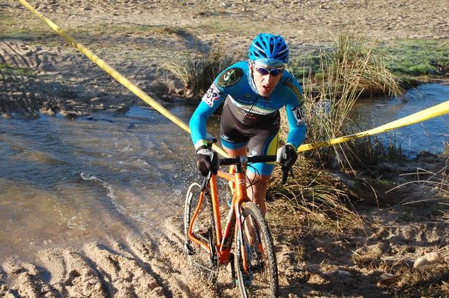 Carlos Esteban se proclamó campeón de Madrid de ciclocross en Aldea del Fresno