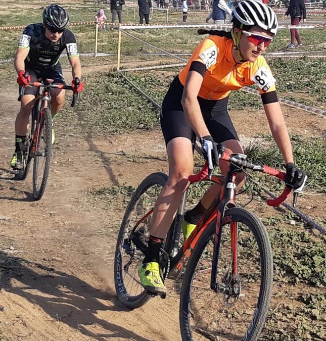 Sofía Rodríguez y Adrián Aranda, campeones absolutos en los autonómicos de ciclocross de Aldaya